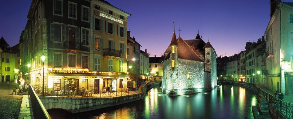 Annecy location appartement villa h tel g te tous les for Location hotel france derniere minute